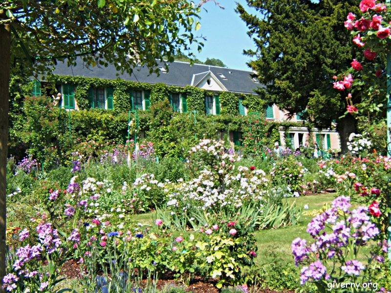 Delightful Giverny Bus Tour From Paris